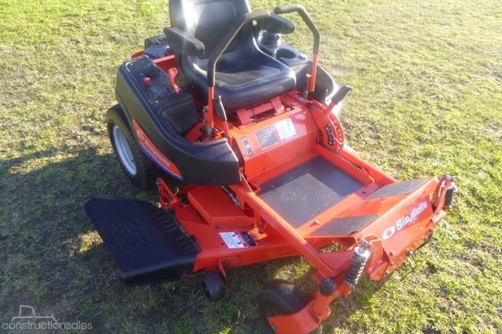 Simplicity ZERO TURN MOWER Construction equipments for Sale